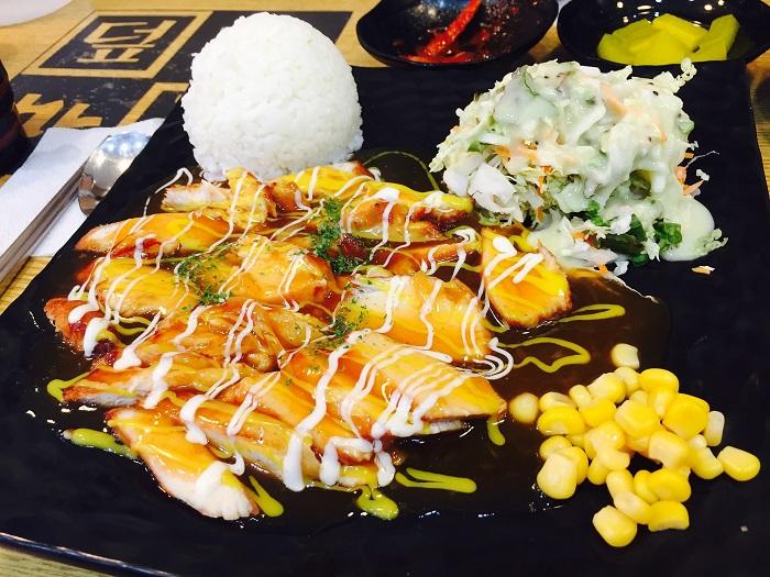Kuracie mäso s ryžou a omáčkou
