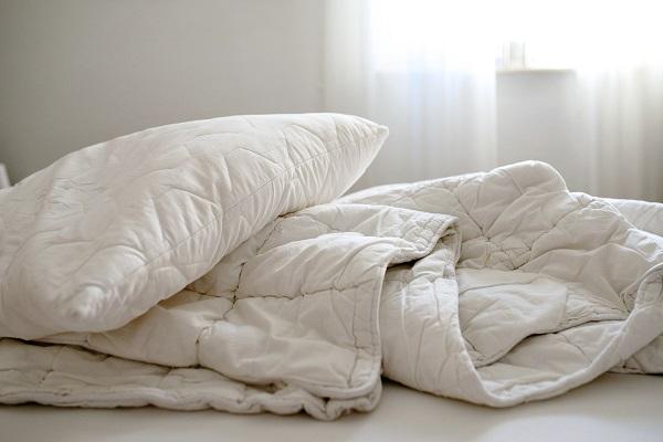 Obliečky na postel v bielej farbe