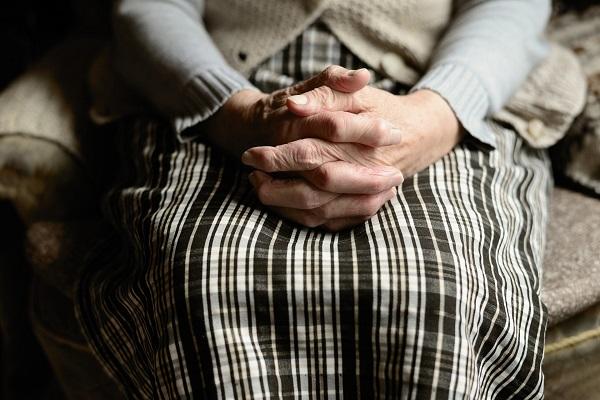 Opatrovanie seniorov Bratislava bez pocitu osamelosti